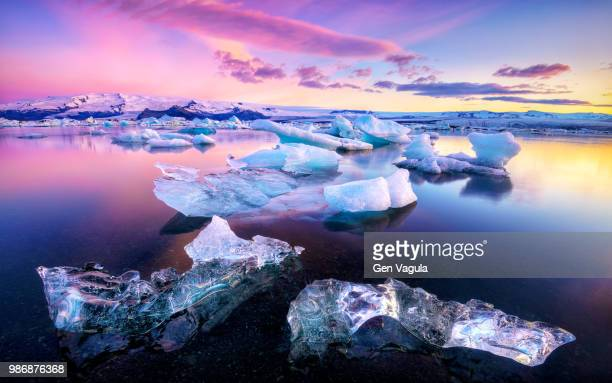 ice floes on jokulsarlon lake in vatnajokull national park, iceland. - glacier lagoon stock photos and pictures
