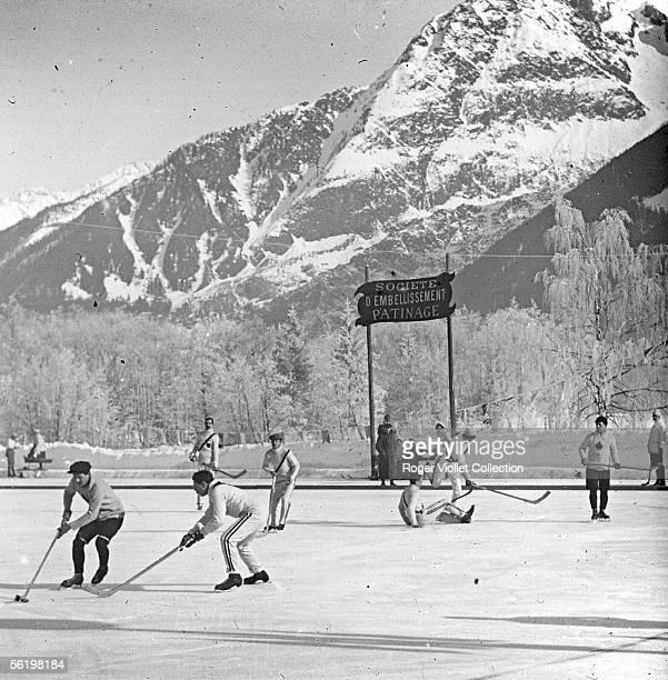 Ice hockey Chamonix about 1900