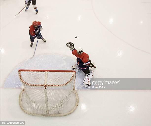 ice hockey game - sport invernale foto e immagini stock