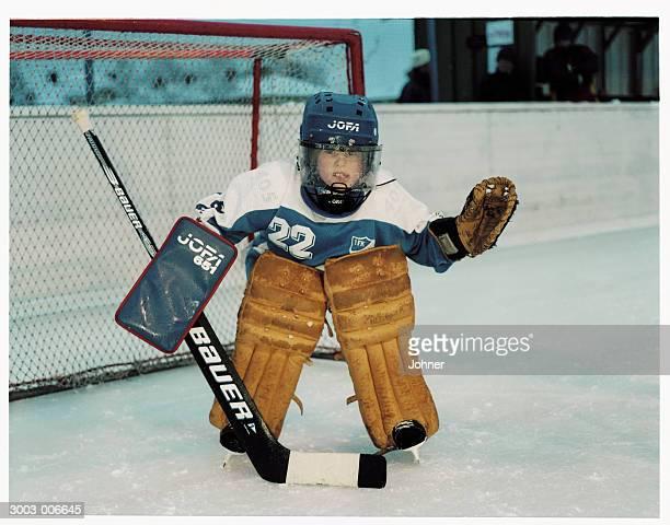 ice hockey goalkeeper - doelman ijshockeyer stockfoto's en -beelden