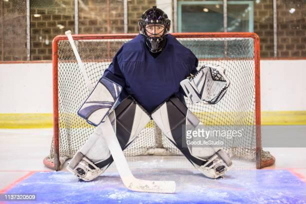 アイスホッケー goaltender - ゴールキーパー ストックフォトと画像