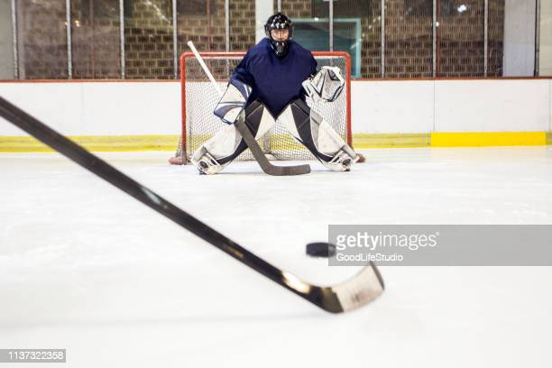 ice hockey - goalkeeper stock pictures, royalty-free photos & images