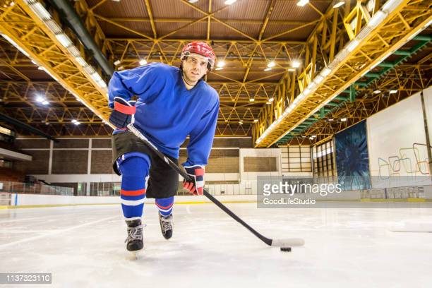 ice hockey player - ice hockey player stock pictures, royalty-free photos & images