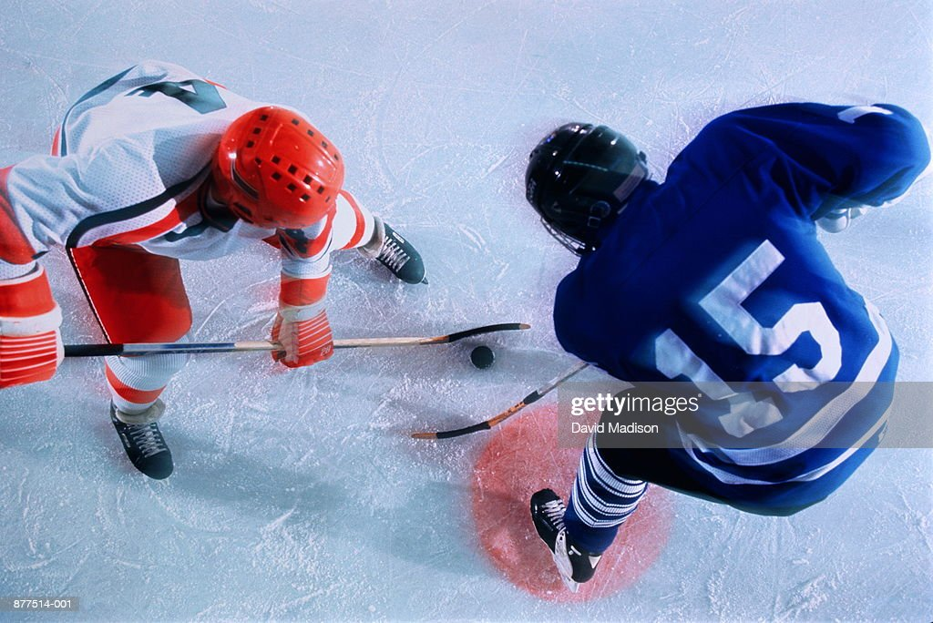Ice hockey, players in face-off : Foto de stock