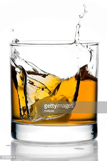 氷のグラスのウィスキー