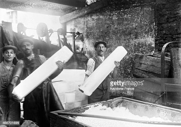 Ice makers during the heat wave in July 1929 in Paris France
