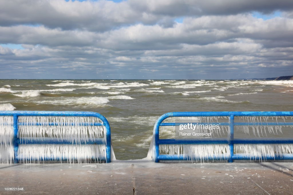 Ice on railing of St. Joseph Pierhead Lighthouse : Stock-Foto
