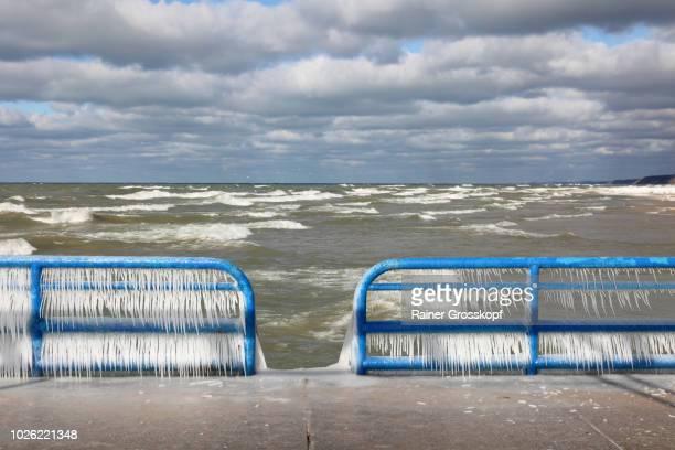 ice on railing of st. joseph pierhead lighthouse - rainer grosskopf fotografías e imágenes de stock