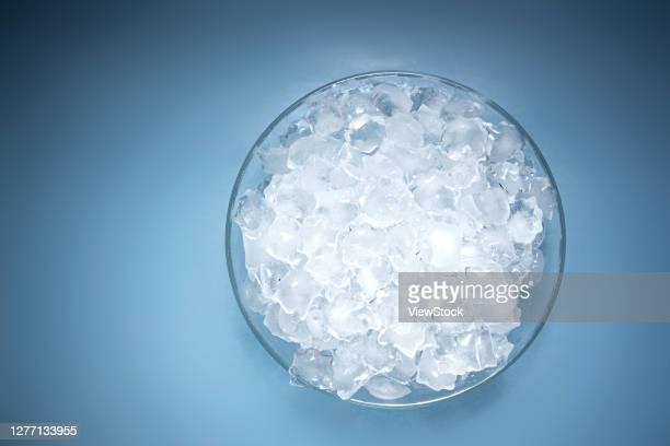 ice - たらい ストックフォトと画像