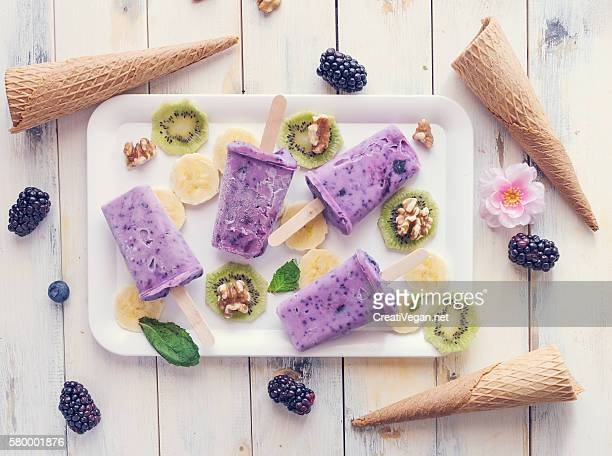 ice pops, fruits and cones - frío fotografías e imágenes de stock