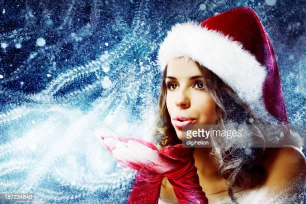 ice queen-size-bett – weihnachten mädchen blasen frost mist. - weihnachtsfrau stock-fotos und bilder