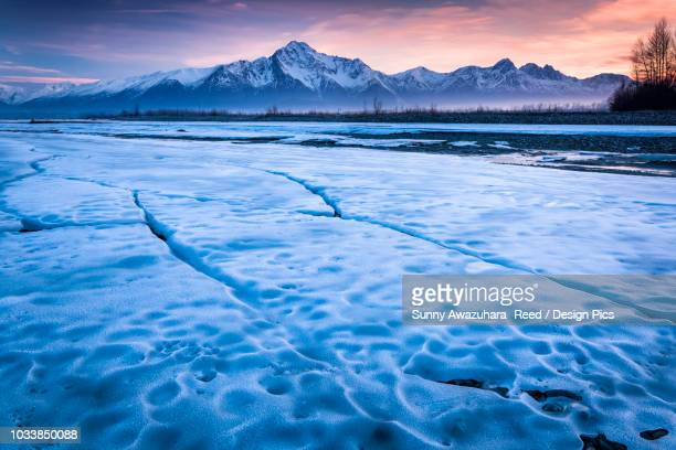 ice sheet along matanuska river with a sunset sky and chugach mountains in the background - chugach state park stock pictures, royalty-free photos & images