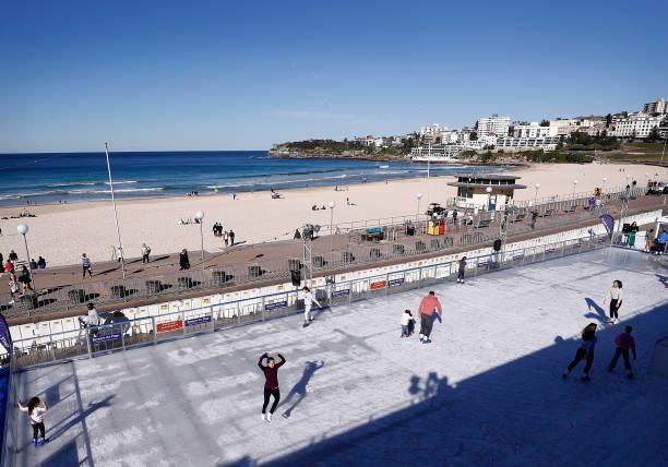 AUS: Sydneysiders Enjoy Ice Skating By Bondi Beach