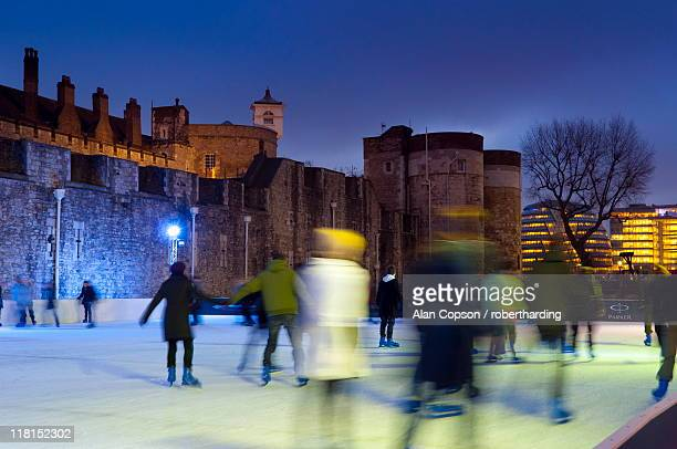 ice skating in winter, tower of london, london, england, united kingdom, europe - alan copson stock pictures, royalty-free photos & images