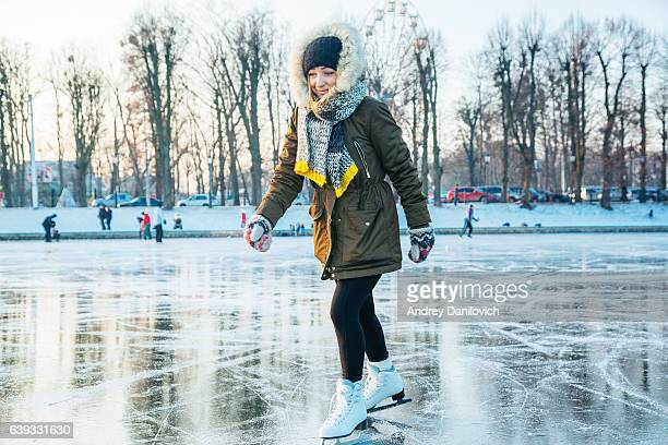 Pista de patinaje sobre hielo en el lago helado