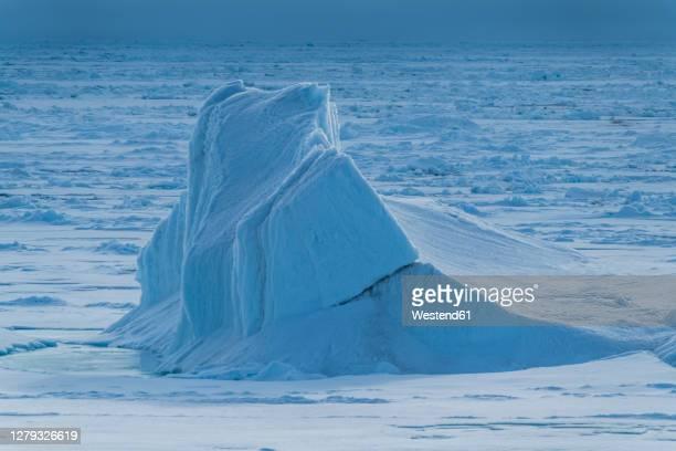 iceberg floating in arctic ocean - eismeer stock-fotos und bilder