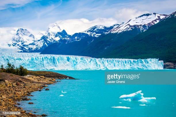 iceberg, glaciar perito moreno, lago argentino, parque nacional los glaciares. santa cruz, patagonia argentina. vista panorámica. - pack ice stock pictures, royalty-free photos & images