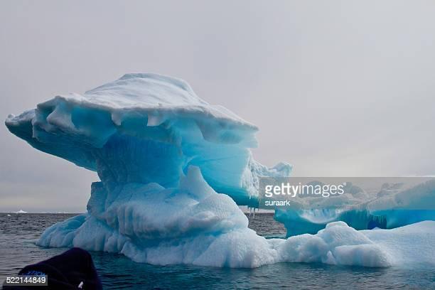 iceberg in antarctic sound in antarctica - antarctic sound stockfoto's en -beelden