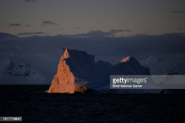iceberg in antarctica at sunset - antarctic sound stock pictures, royalty-free photos & images