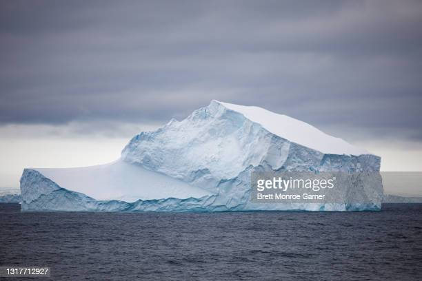 iceberg in antarctica - antarctic sound stock pictures, royalty-free photos & images