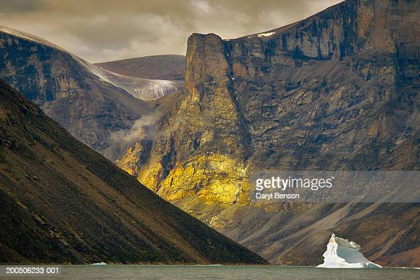 iceberg in clyde inlet, baffin island, nunavut, canada - baffin island stock pictures, royalty-free photos & images