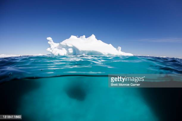 iceberg over under - svalbard and jan mayen stock pictures, royalty-free photos & images