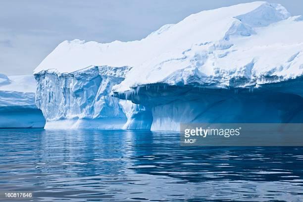 iceberg paradise bay antarctica - antarctica stockfoto's en -beelden