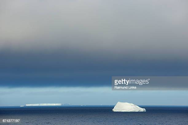 iceberg - antarctic sound stock pictures, royalty-free photos & images