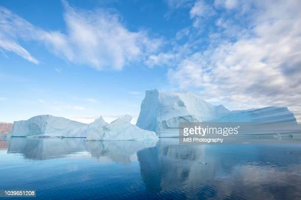 iceberg reflection - iceberg foto e immagini stock