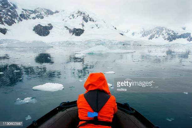iceberg tour - south pole stock pictures, royalty-free photos & images