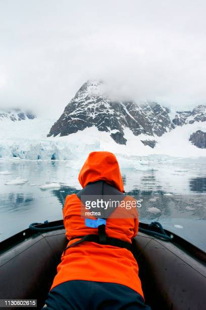 visite de l'iceberg - antarctique photos et images de collection