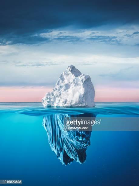 氷山と上と水中 - berg ストックフォトと画像