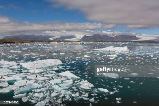 Icebergs floating in Jškuls‡rl—n. Joekusarlon in summer, glacial lake in southern part of Vatnajškull National Park, southeast Iceland.
