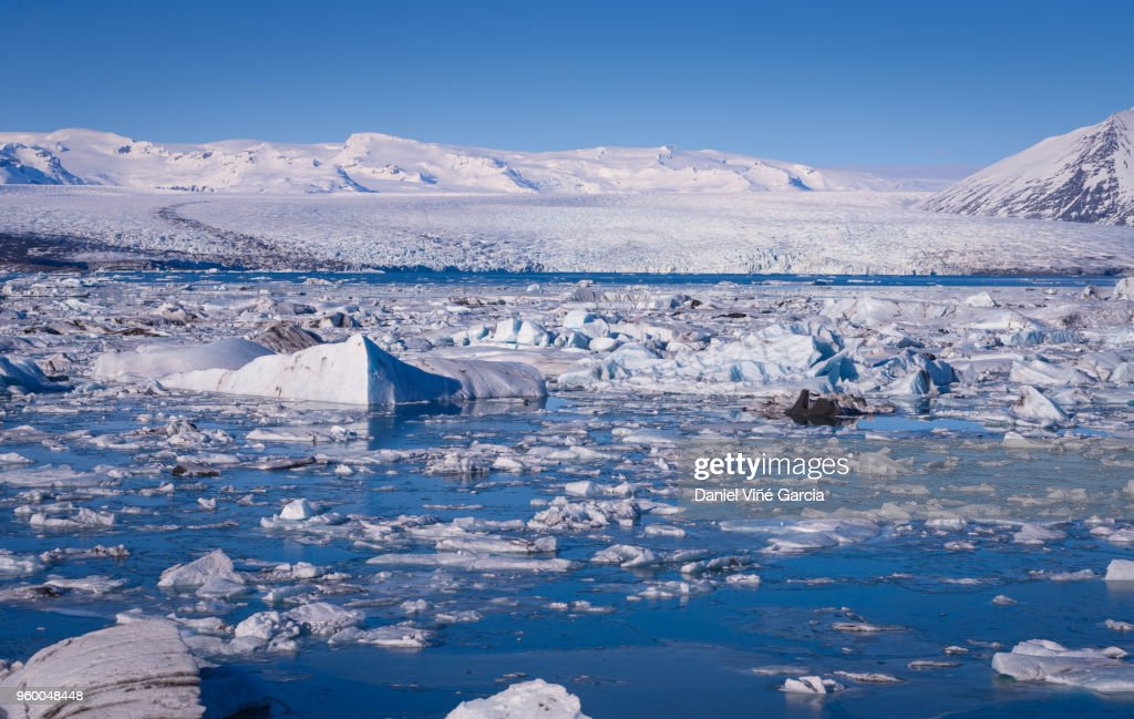 Icebergs floating in tranquil blue waters at sunset panorama Iceland : Stock-Foto