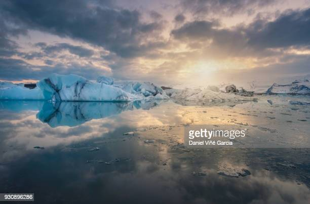 icebergs in jokulsarlon lagoon - glacier lagoon stock photos and pictures