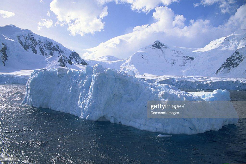 Icebergs in ocean , Antarctica : Stockfoto