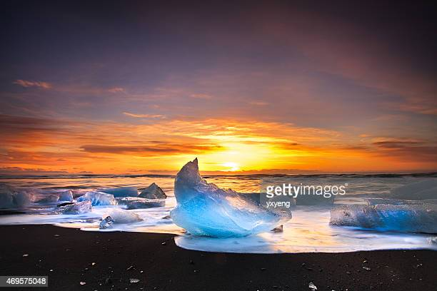 icebergs of jökulsárlón beach - glacier lagoon stock photos and pictures