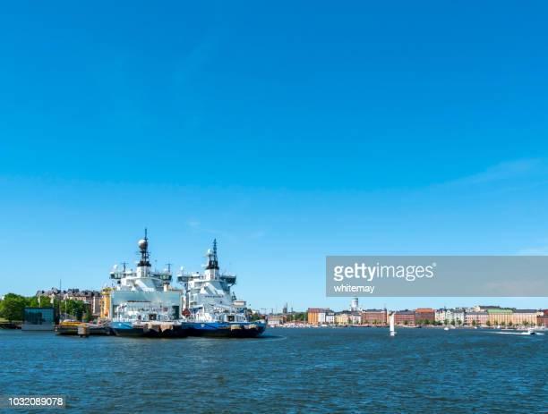 ヘルシンキの港で砕氷船