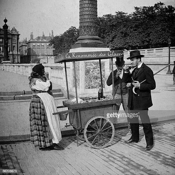 Icecream seller Paris square of the Concorde