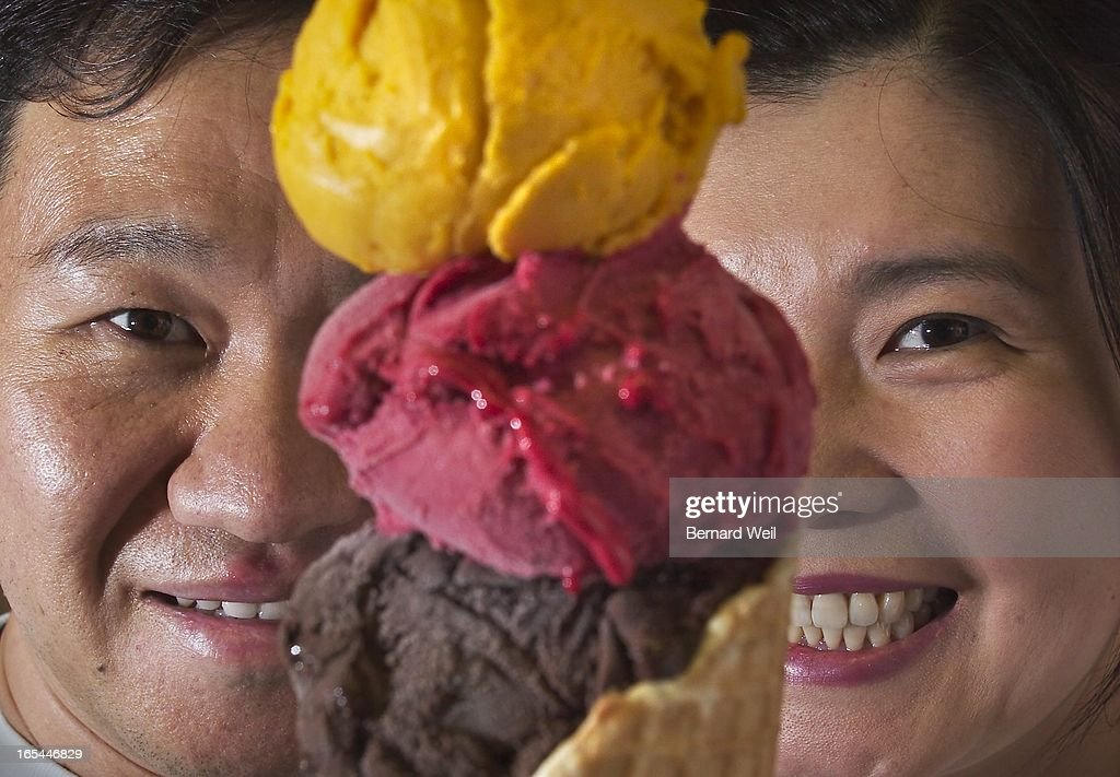 IceCream_BW01_070504--Byoungchul Lee (left) and Irene Kyungmi Kim are the owners of Happy Sailor, an : News Photo