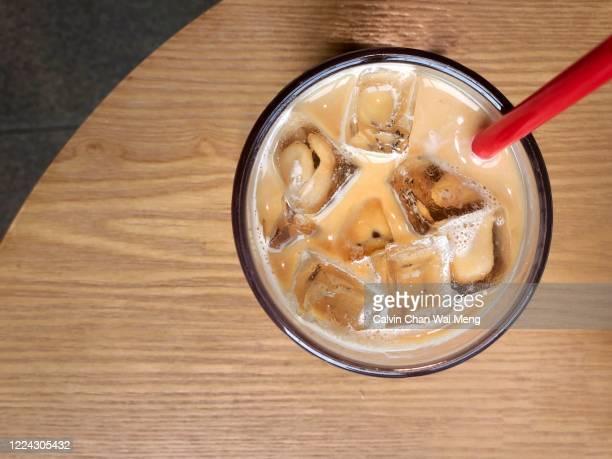 iced cafe latte - 冷たい飲み物 ストックフォトと画像