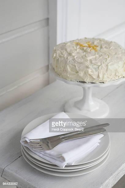 iced cake with plates - heidi coppock beard stock-fotos und bilder