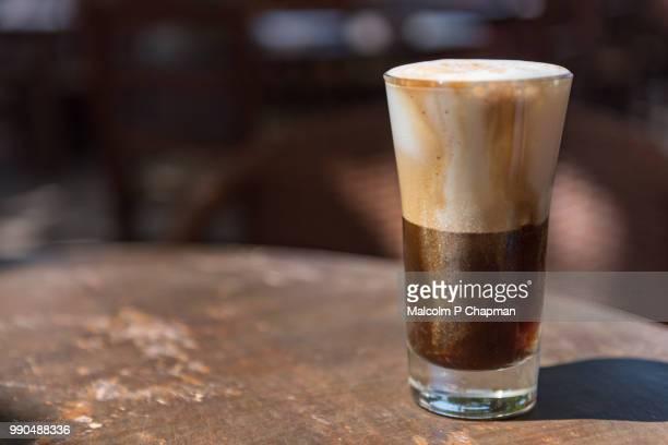 iced coffee drink, freddo cappuccino - coffee drink stock pictures, royalty-free photos & images