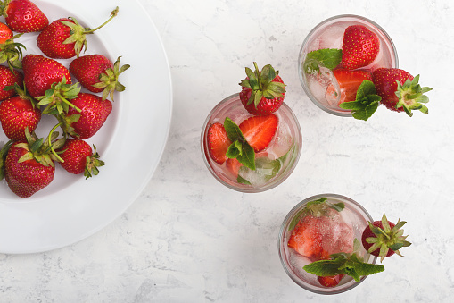 Iced cold drink with fresh strawberry - gettyimageskorea