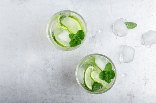 Iced cold lemonade with fresh lime and juice - gettyimageskorea