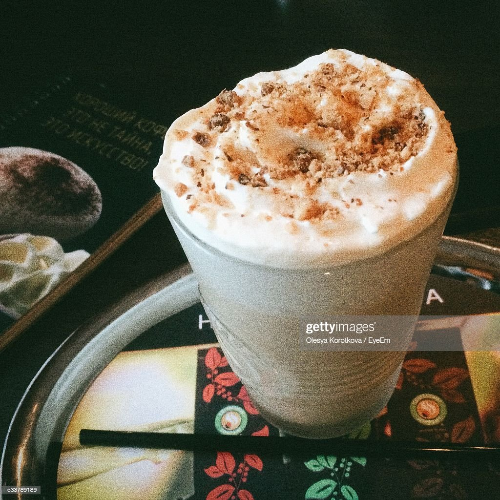 Iced Mocha Latte With Whipped Cream : Foto stock