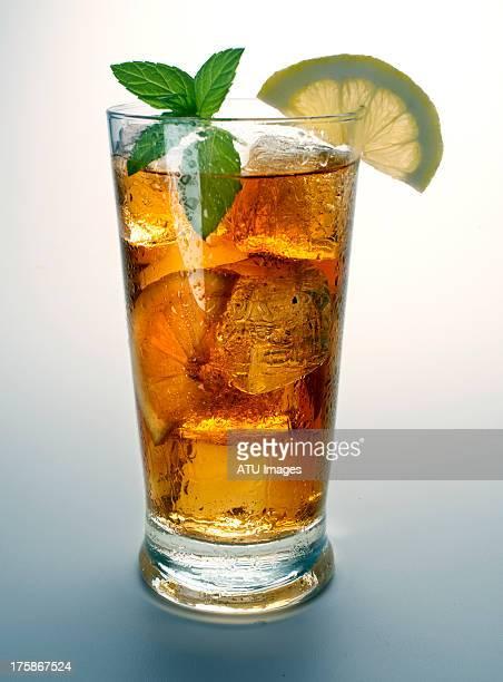 iced tea with lemon and mint - koude dranken stockfoto's en -beelden