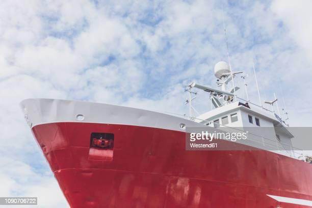 iceland, reykjavik, ship in harbour - schiffsbug stock-fotos und bilder