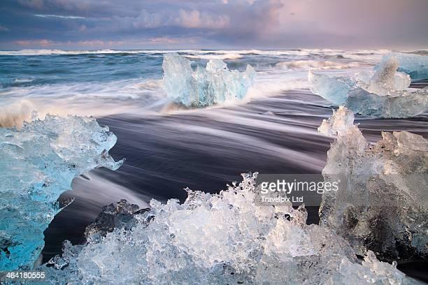 iceland, skaftafell, jokulsarlon, icebergs - jökulsárlón lagoon stock pictures, royalty-free photos & images