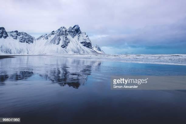 iceland stokksnes - caratteristica costiera foto e immagini stock